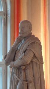 Une statue perplexe dans le hall de la Bayerische Staats Bibliothek